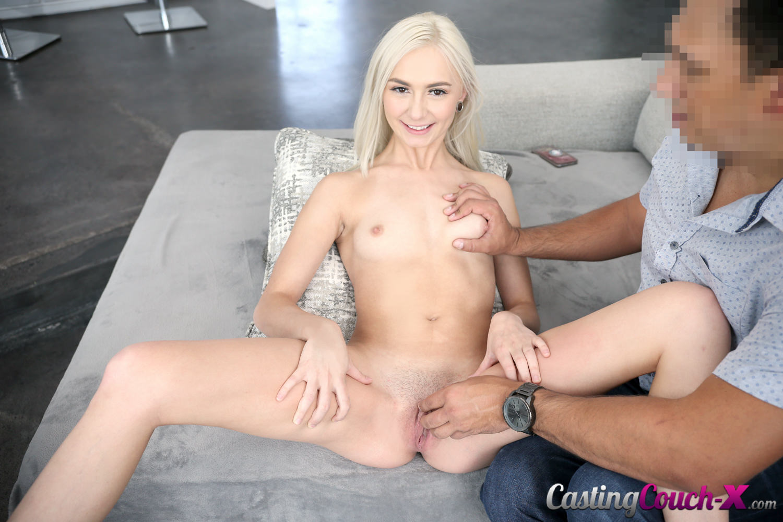 порно агент блондинка смеются